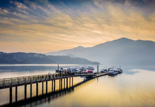 shutterstock_Sun moon lake Small