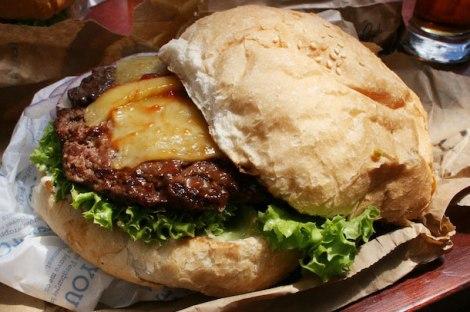 20130213-240798-fergburger-queestown-burger-whole
