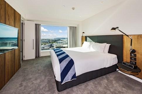 premium-luxury-king-suite-bedroom