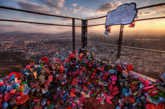 locks_on_seoul_tower