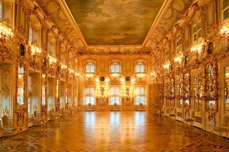 ballroom-at-the-grand-palace-in-peterhof-gov